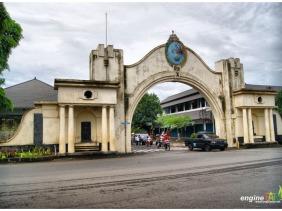 Gerbang Selatan dari Jl. Veteran