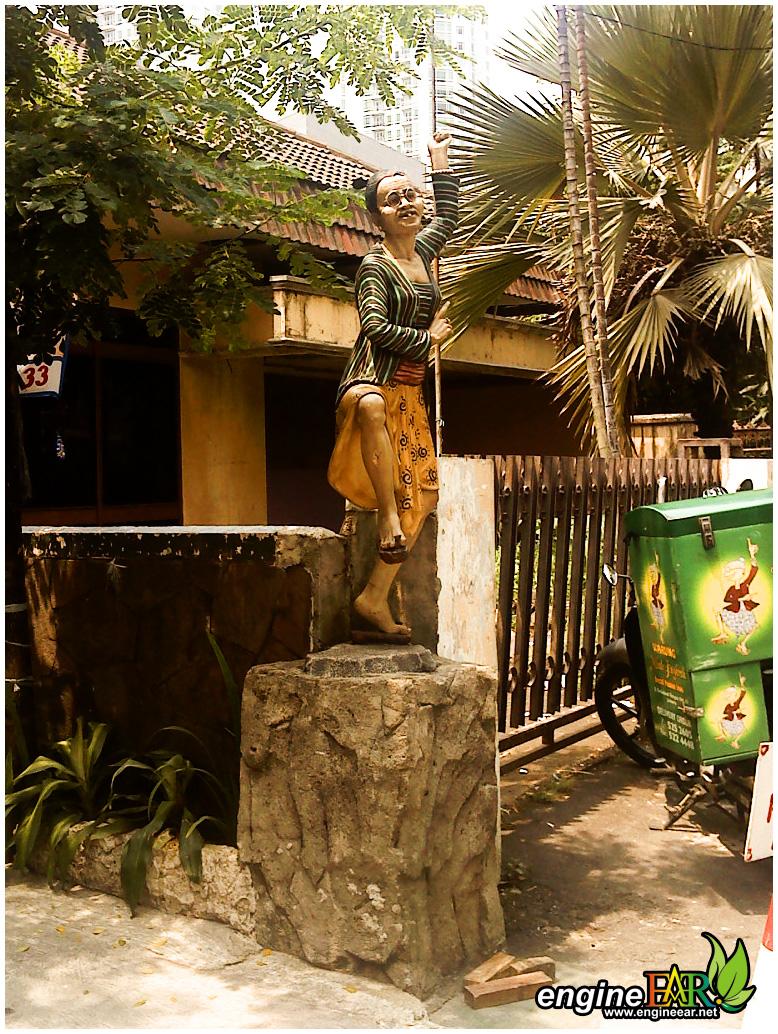 Mbah Jingkrak Statue